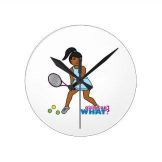 Chica del jugador de tenis - oscuridad reloj