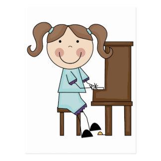 Chica del palillo que juega el piano postal
