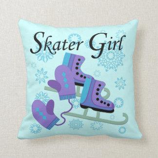 Chica del patinador cojín