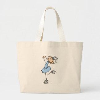Chica del patinaje de hielo en bolso azul bolsas
