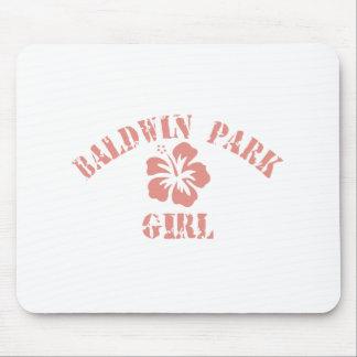 Chica del rosa del parque de Baldwin Tapete De Ratón