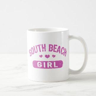 Chica del sur de la playa taza de café