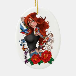 Chica del tatuaje adorno navideño ovalado de cerámica