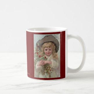 Chica del Victorian con acebo del navidad Taza Clásica