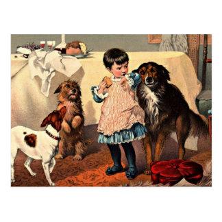 Chica del vintage con la postal de los perros