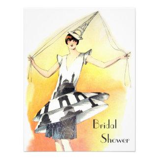 Chica del vintage en ducha nupcial del traje de la comunicado personal