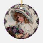 Chica del vintage en el ornamento de Ellen Clapsad Ornamentos De Reyes