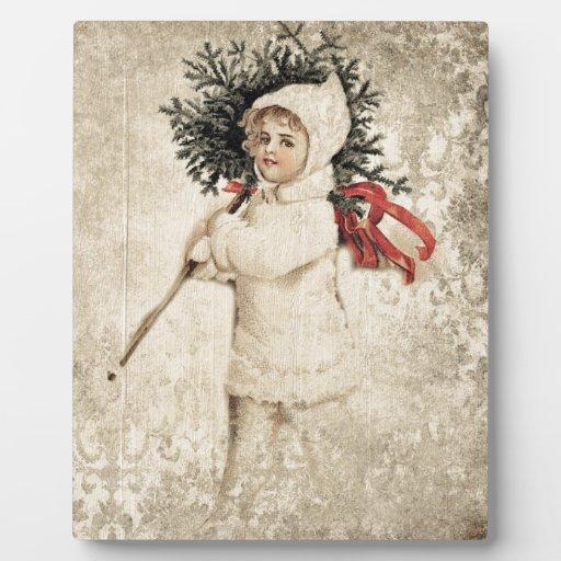 Chica del vintage en la nieve blanca del árbol de  placa para mostrar