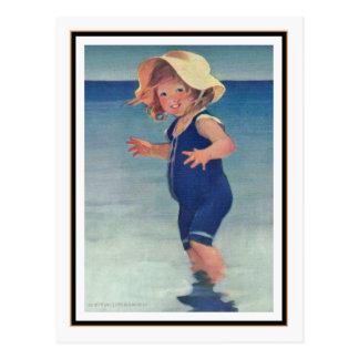Chica del vintage en la playa de Jessie Willcox Sm Tarjeta Postal