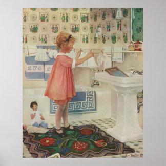 Chica del vintage, niño que hace la ropa colgante póster