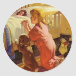 Chica del vintage que ruega con el perro; Rezos de Etiqueta