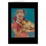 Chica del vintage y polluelos de Pascua Tarjeton