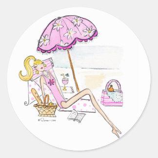 Chica - día en los pegatinas de la playa pegatina redonda