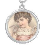 Chica dulce del jabón del Victorian antiguo Joyeria Personalizada