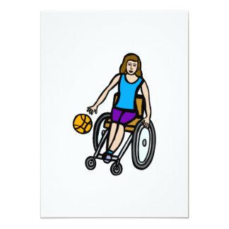chica en baloncesto de silla de ruedas invitación 12,7 x 17,8 cm