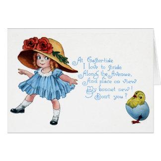 Chica en el capo y el vintage azul Pascua del vest Tarjetón
