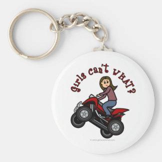 Chica en el coche de cuatro ruedas rojo llavero redondo tipo pin