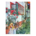 Chica en el jardín con las flores rojas