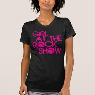 Chica en la camiseta del logotipo de la palmera de
