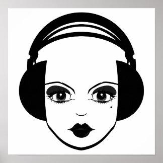 Chica en la impresión de los auriculares póster