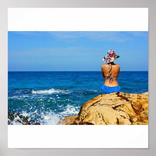 Chica en la playa póster
