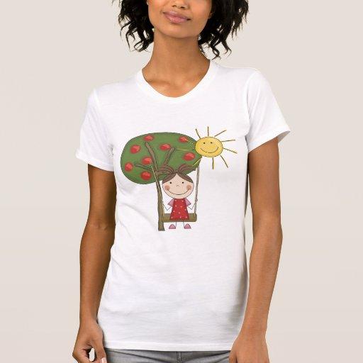 Chica en las camisetas y los regalos del