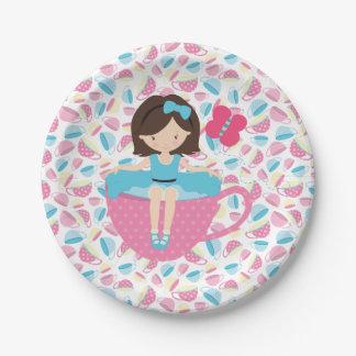 Chica en las placas de papel de la fiesta del té platos de papel