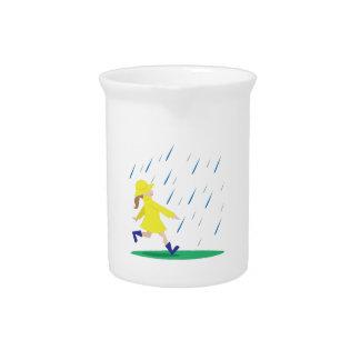 Chica en lluvia jarra