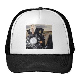 chica en motercycle gorras de camionero