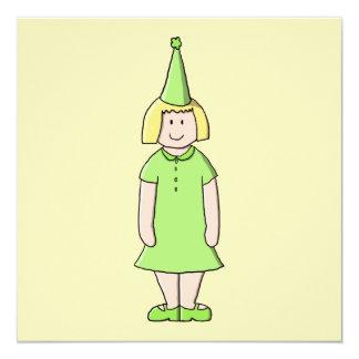 """Chica en un equipo verde del cumpleaños invitación 5.25"""" x 5.25"""""""