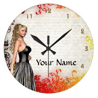 Chica en un vestido de los gris plateados relojes de pared