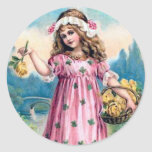 Chica en un vestido rosado pegatina redonda