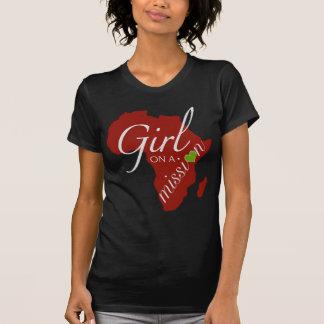 Chica en una misión - África Playera