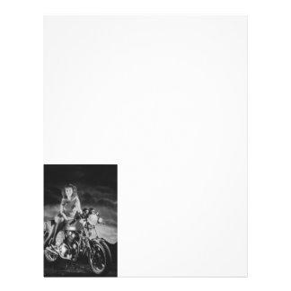 Chica en una motocicleta plantillas de membrete