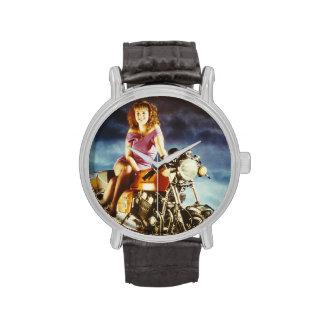 Chica en una motocicleta relojes de mano