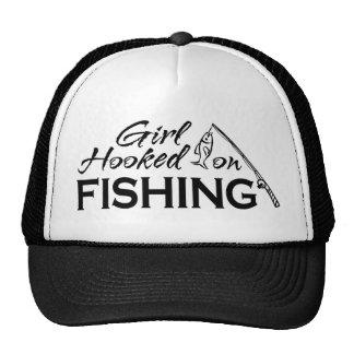 Chica enganchado en la pesca gorra