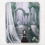 Chica espeluznante del gótico en las ruinas Mousep Tapetes De Ratones