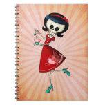 Chica esquelético dulce y asustadizo libro de apuntes con espiral