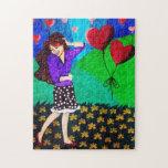Chica feliz en amor en un jardín puzzles con fotos