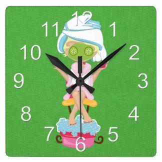 Chica femenino del balneario reloj cuadrado