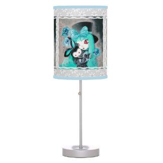 Chica gótico dulce con el conejito lámpara de mesa