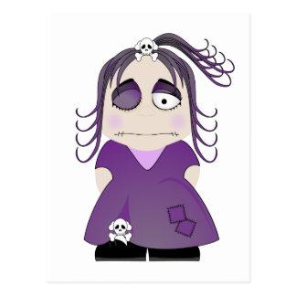 Chica gótico remendado en púrpura tarjeta postal