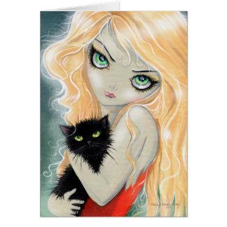 Chica grande del ojo con la tarjeta del gato negro