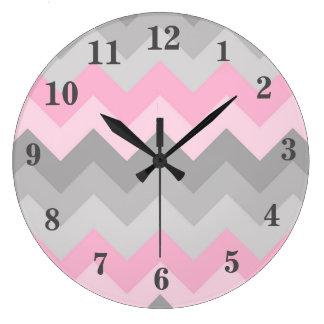 Chica gris gris rosado de Ombre Chevron Reloj Redondo Grande