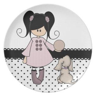 Chica hermoso con su perro platos para fiestas