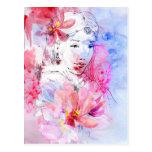 Chica hermoso con un ramo de flores postal