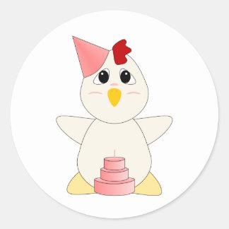 Chica Huggable del cumpleaños del pollo Etiquetas Redondas