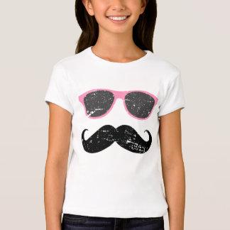 Chica incógnito - bigote y gafas de sol divertidos playera