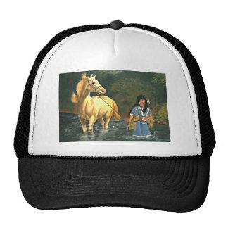 Chica indio del nativo americano con el caballo en gorras