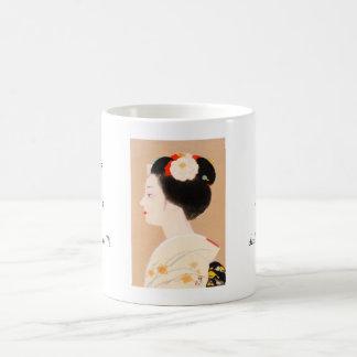Chica japonés de Maiko en geisha de la mujer de la Taza Básica Blanca